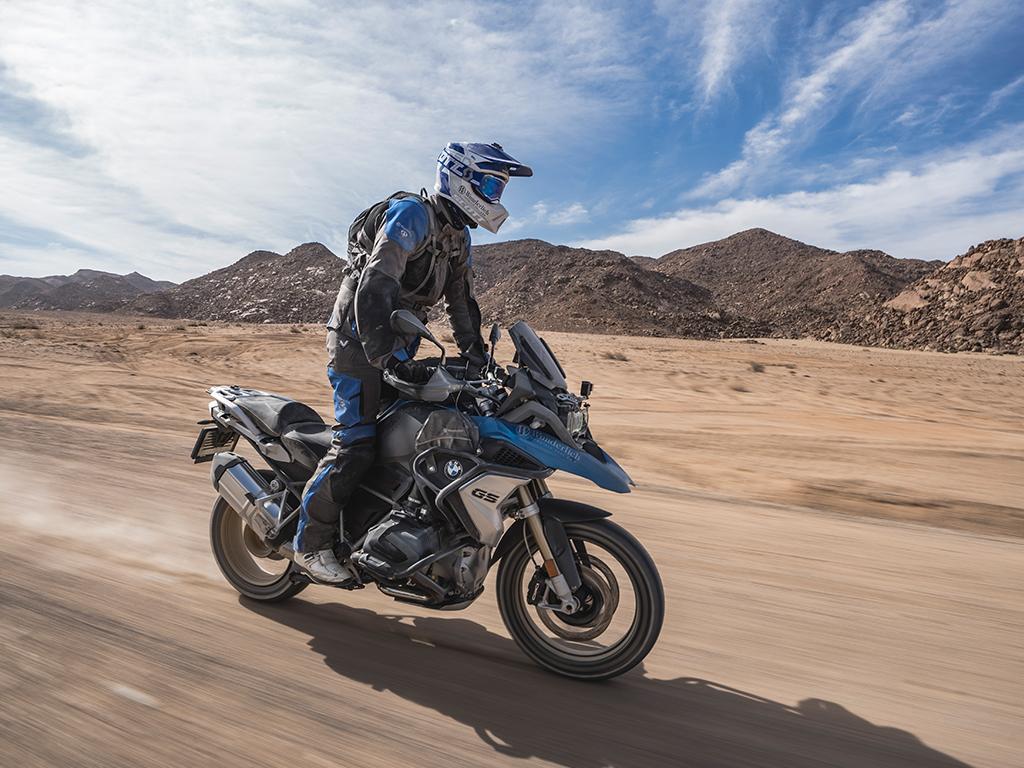 Motorradreisender auf BMW R 1250 GS in Namibia mit Afrikabiker