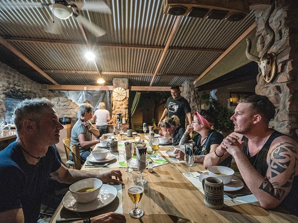 Leckeres Abendessen in Namibia mit Afrikascout