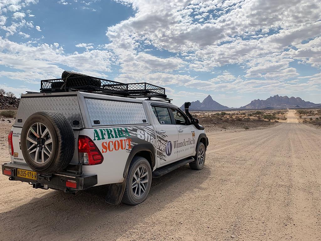 Unser Begleitfahrzeug der Motorradreise in Namibia von Afrikabiker