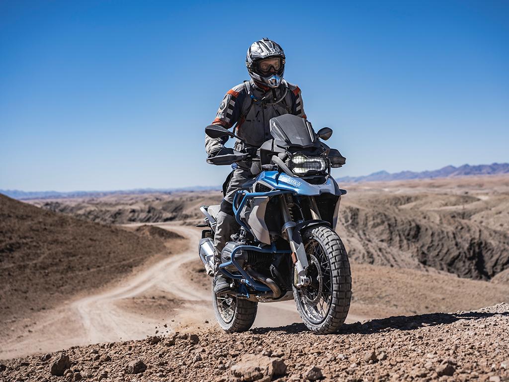 Motorradfahrer auf BMW 1200 GS in Afrika mit Afrikabiker