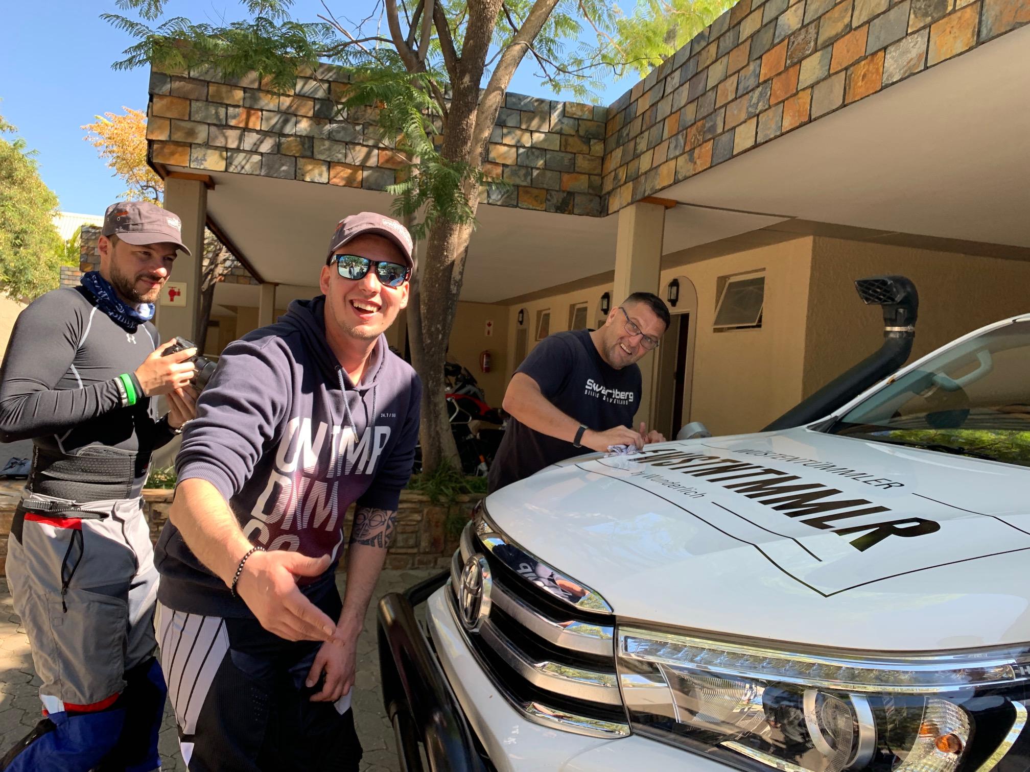 Fertig für den Namibia-Einsatz: Begleitfahrzeug für die Motorradreise