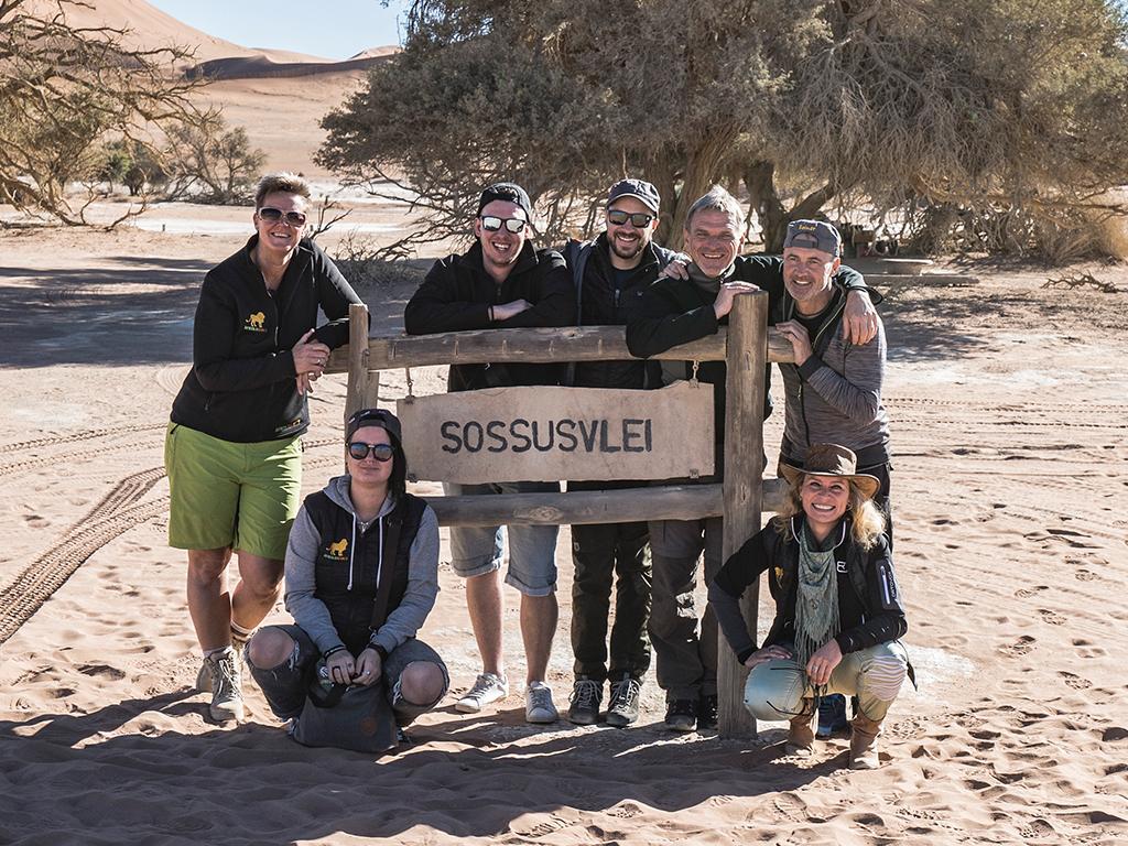 Reisegruppe von Afrikascout im Sossusvlei in Namibia